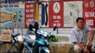 Áp phích chống mại dâm ở Hà Nội