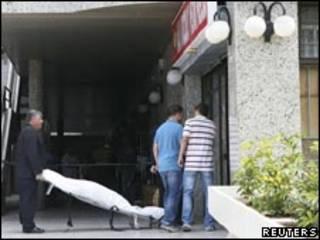 Autoridades no local onde mulher foi decapitada, nas Ilhas Canárias (Reuters)