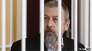 Андрей Санников за решеткой во время судебного процесса