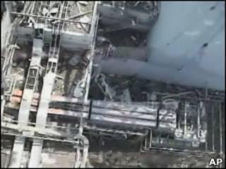 Imagem aérea do reator 1 de Fukushima, feita no dia 21 de abril