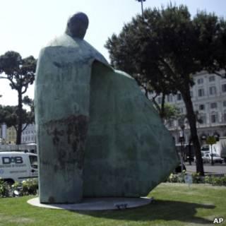 Статуя Папы Иоанна-Павла II