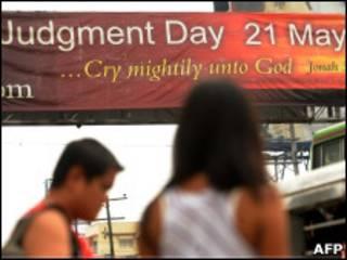 Pôster alerta para o 'Dia do Julgamento' (AFP)