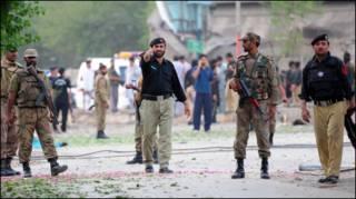 पेशावर में हुए चरमपंथी हमले के बाद का दृश्य (फ़ाइल फ़ोटो)