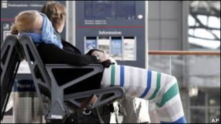 Пасажири очікують свого рейсу