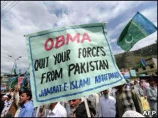 Paquistaneses protestam contra presença americana após ação para matar Bin Laden
