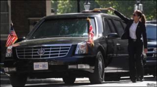 奥巴马总统轿车在伦敦街头