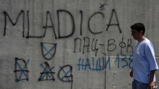 Tulisan dinding pro ekstradisi Mladic di Beograd