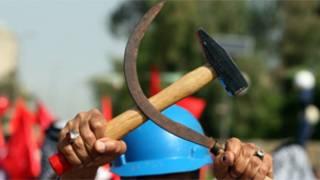 Рабочий в Ираке с серпом и молотом