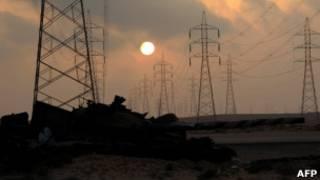 被反叛武裝擊毀的利比亞政府軍坦克(26/05/2011)