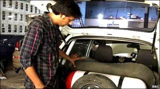 सीएनजी लगी गाड़ी