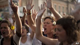 """""""indignados"""" protestan en la puerta del sol de madrid"""