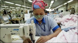 Công nhân nhà máy may 10