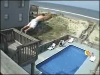 Reprodução de vídeo mostrando o balconing na internet (Imagem cedida pelo Sistema de Emergências das Ilhas Baleares)