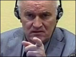 Ratko Mladic durante a audiência (Foto: AFP)