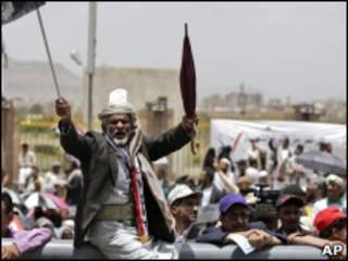 Protestos anti-Saleh em Sanaa (AP)
