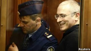 Михаил Ходорковский и представитель суда