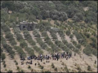 Wasu 'yan Syria suna tsallakawa cikin Turkiyya