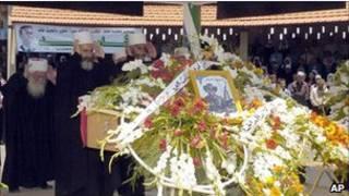 نمازگزاردن بر جنازه معترضی در سوریه