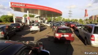 Очередь на бензоколонке в Минске