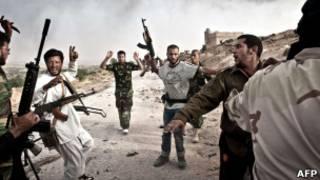 Lính của Đại tá Gaddafi ở Qalaa đầu hàng hôm 7/6