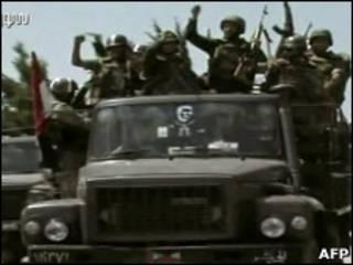 Tropas sírias rumo a Jisr al-Shughour. Foto: AFP e TV estatal síria