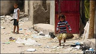 Crianças palestinas em campo de refugiados na Faixa de Gaza. Reuters