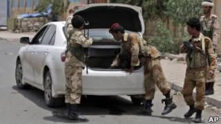 نقطة تفتيش في اليمن