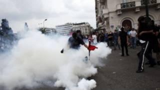 Cảnh sát Hy Lạp tìm cách đẩy lùi người biểu tình
