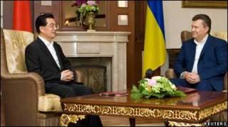 Президент Китаю Ху Цзіньтао і Віктор Янукович у Криму