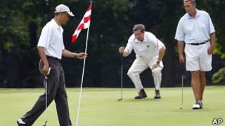Президент США Барак Обама играет в гольф с Джоном Бейнером