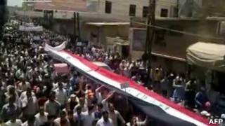 Imagem de manifestação em cidade síria de Al-Keswa, na última sexta (AFP)