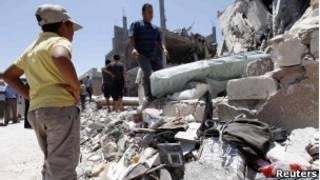 Local atingido por ofensiva da Otan em Trípoli neste domingo (Reuters)