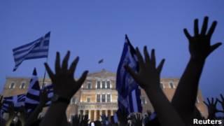 Protesto em Atenas contra pacote de corte de gastos