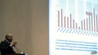 Guido Mantega fala sobre economia brasileira em conferência no Rio de Janeiro