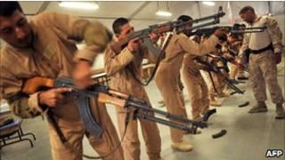 اعضای ارتش ملی افغانستان درحال آموزش دیدن