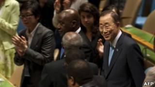 Ban Ki-Moon é aplaudido após ser reeleito como secretário-geral da ONU