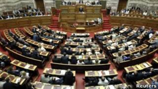 Papandreou em discurso ao Parlamento nesta terça (Reuters)