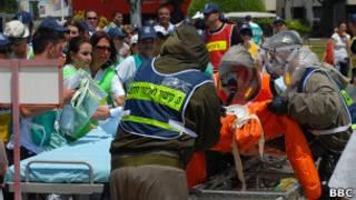 Израильские медики тренируются оказывать помощь пострадавшим от химического нападения