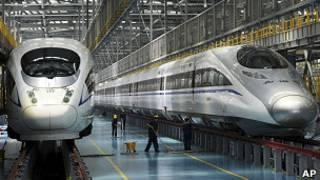 上海虹橋高鐵機務段內的兩列CRH380型高鐵動車組(16/6/2011)