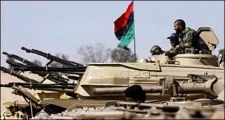 लीबियाई विद्रोही, सेना के एक टैंक पर कब्ज़े के बाद