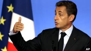 Sarkozy fala com jornalistas no Palácio do Eliseu, em Paris. Foto: AP