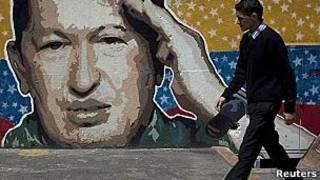 Cartaz de Chávez em Caracas/Reuters