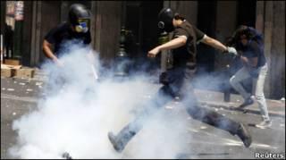 Поліція була змушена застосувати сльозогінний газ