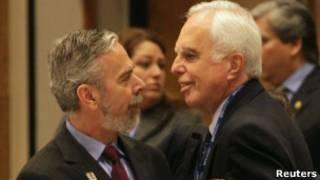 Patriota com Samuel Pinheiro Guimarães, alto representante-geral do Mercosul, no Paraguai nesta terça (Reuters)