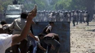 تظاهرکنندگان ضد دولتی و پلیس در میدان تحریر مصر