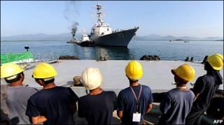 Tàu khu trục hạm có trang bị tên lửa của Hoa Kỳ USS Chung Hoon chuẩn bị tập trận 11 ngày với hải quân Philippines hôm 28/6