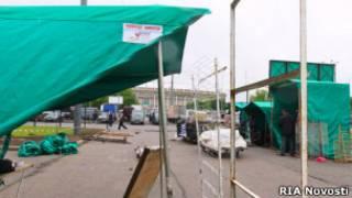 На месте бывшего рынка в Лужниках разбирают торговые павильоны