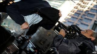 Một cựu nhân viên Securency rời tòa hôm 1/7/2011