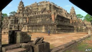 O templo de Baphuon, em Angkor.