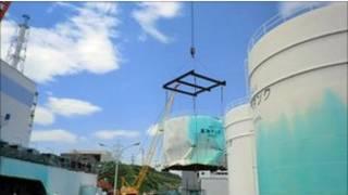 """Старый измятый бак от дизтоплива на АЭС """"Фукусима-1"""""""